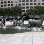 مجسمه اسبهای وحشی