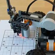 برای حل پازل سودوکو از کیت روبات استفاده کنید