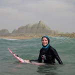 یک زن ۲۶ ساله موج سوار ایرلندی در سواحل چابهار